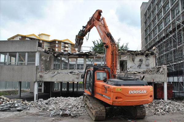 Phá dỡ nhà tại Long An